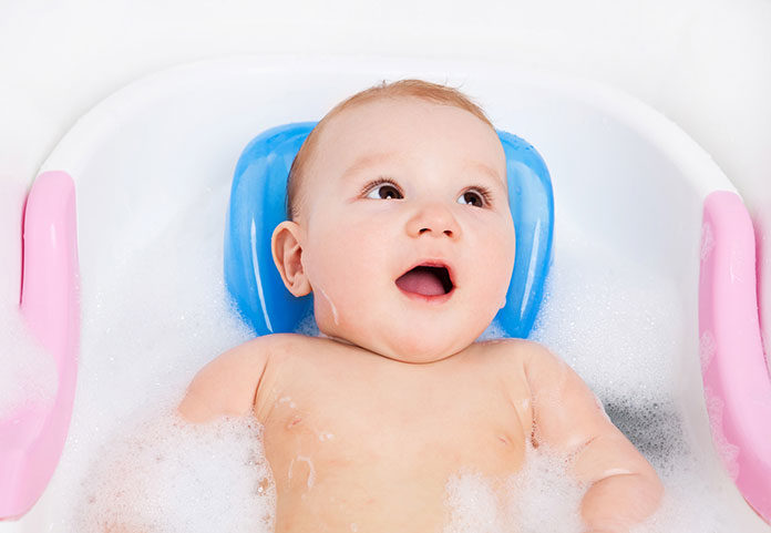 Kąpiel niemowlęcia - przydatne akcesoria