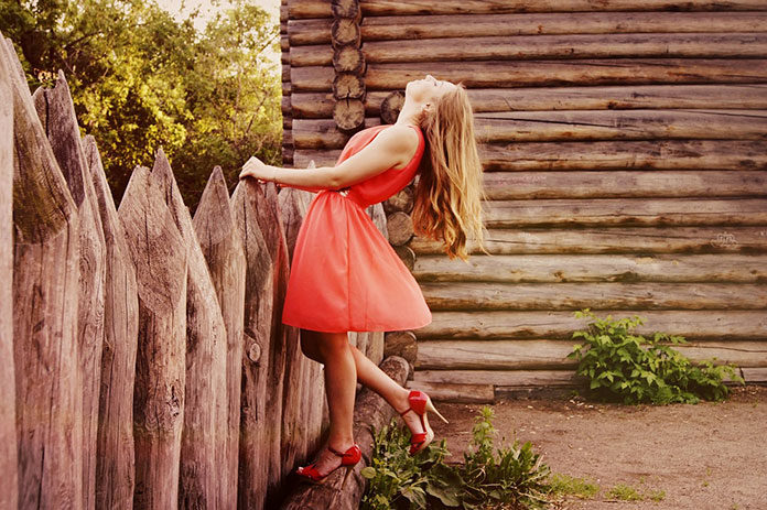 Jak wybrać idealny kolor sukienki wieczorowej tak, by pasował do twojej karnacji?