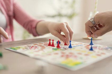 Wspólne zabawy z dzieckiem – pomysły na gry rodzinne