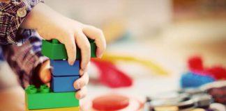 Puzzle, zabawki Fisher Price i 2 inne pomysły na prezent dla dziecka