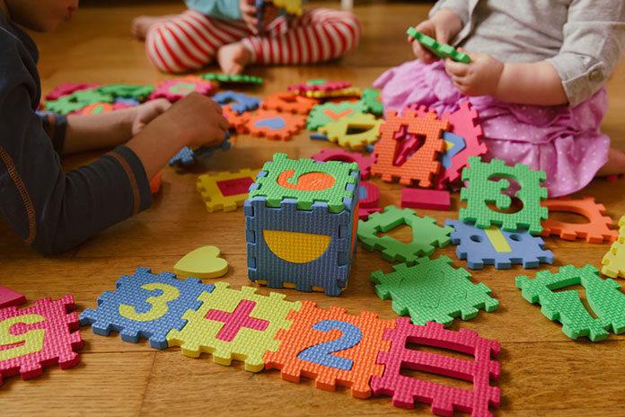 Czy zabawki edukacyjne rzeczywiście uczą