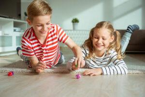 Atrakcyjne zabawki dla dzieci wykonane ze sklejki