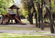 Jak wybrać producenta drewnianych placów zabaw